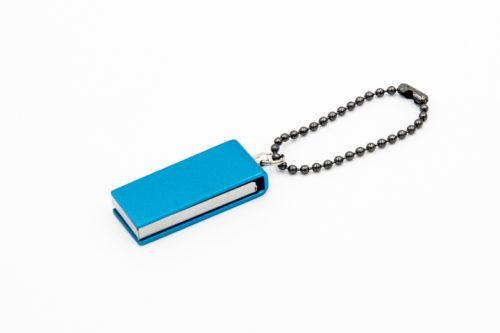pendrive niebieski z elementami srebrnymi