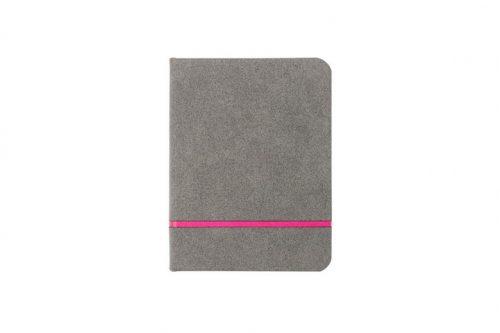 Estetyczny notes w kratkę z różowym paskiem