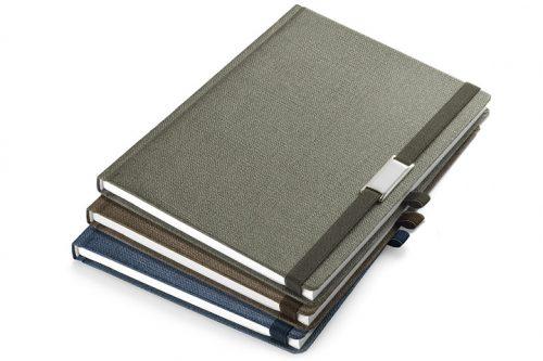 Notes z gumą i metalową blaszką