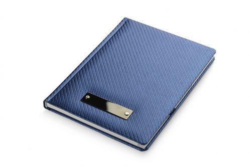Niebieski notes z blaszką